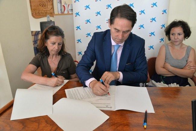 Responsables de Caixa Bank y de la Asociación Caracol durante la rueda de prensa. (Foto: Quinito)