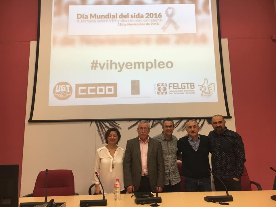 De izda a dcha, Sara Collado (FELGTB), Ignacio F. Toxo (CCOO), Julio Gómez (Coordinadora Trabajando en Positivo), Pepe Álvarez (UGT) y Toni Poveda (CESIDA).