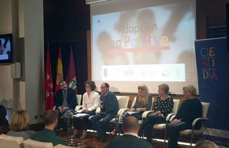 Juan Ramón Barrios, presidente de CESIDA, abre el acto de inauguración de la campaña 'Adopción en Positivo' | Madrid